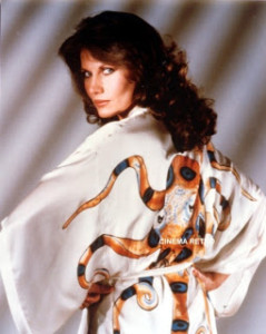 A atriz Maud Adams como Octopussy.